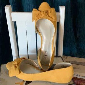 Yellow ladies 7.5 M dress flats